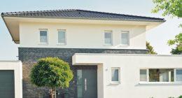 Ochrona mieszkania przed słońcem (markizy, okiennice, folia oraz rośliny)