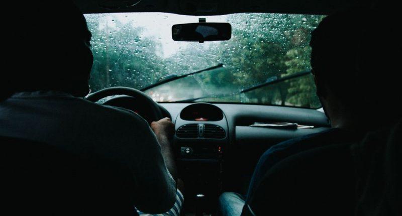 Wycieraczki do samochodu – czy koniecznie muszą być oryginalne?